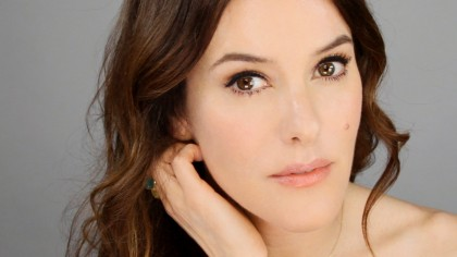 Lisa Eldridge - YouTube Lisa is one of the most sought after makeup artists in the world.  As the creative director of Lancome and  personal makeup artist to some of the biggest celebrities in the work like Kate Winslet, Lisa somehow finds the time to create simple, beautiful looks for all women.
